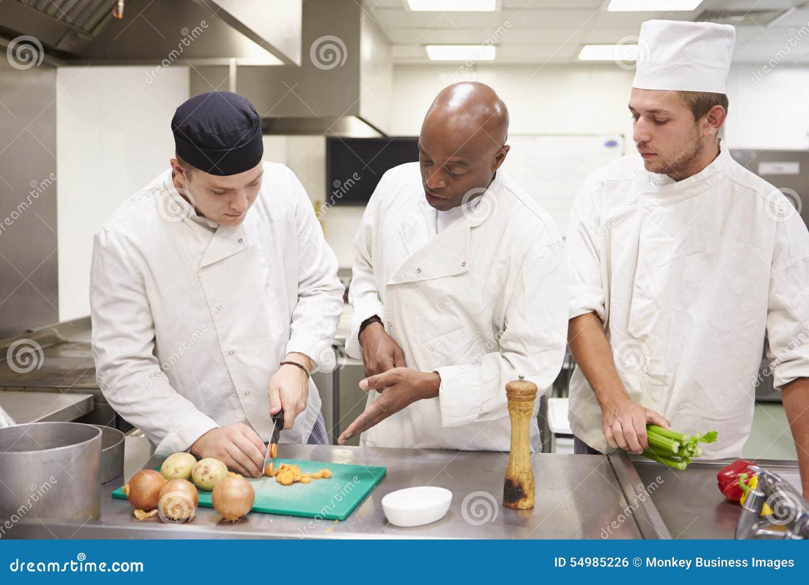 Lärare Helping Students Training som arbetar, i att sköta om