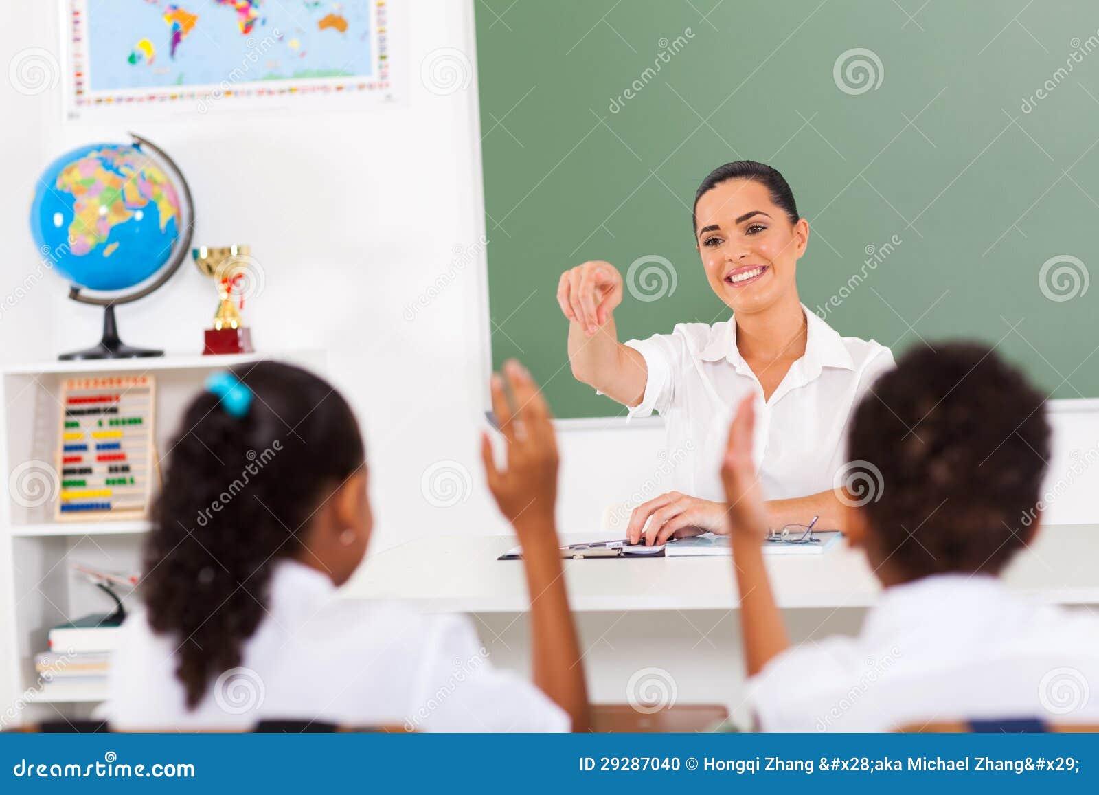 Lärare som kallar deltagare