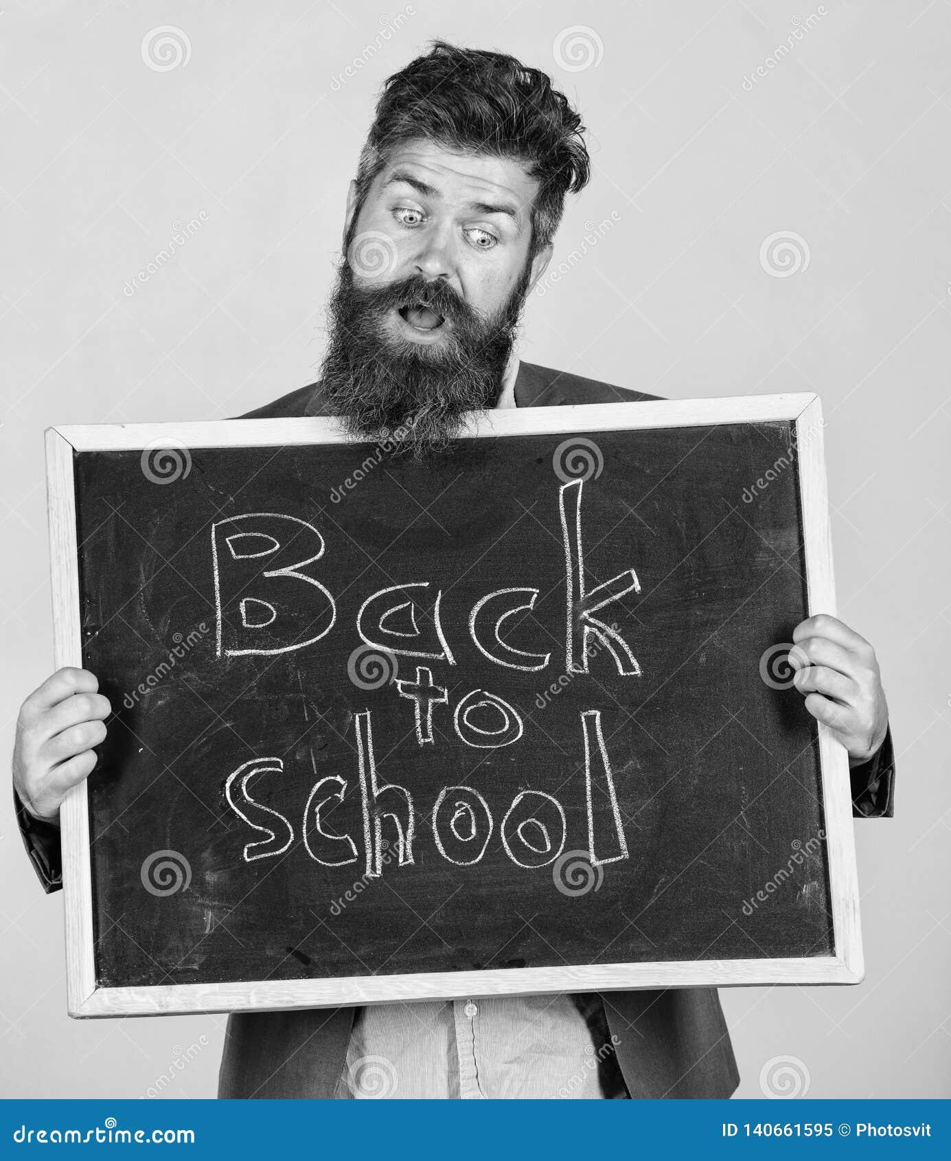 Läraren annonserar tillbaka till att studera, börjar skolåret Skolan och läraren väntar på dig Lärare eller skäggig utbildare