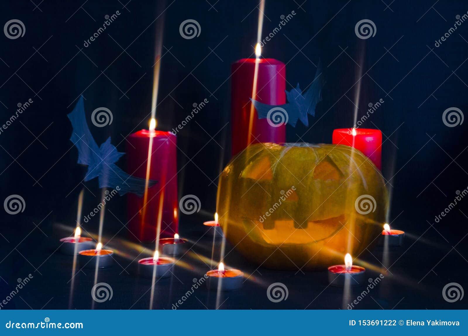Läskig halloween för stålarnolla-lykta pumpa med insidan för bränningstearinljusljus med slagträn