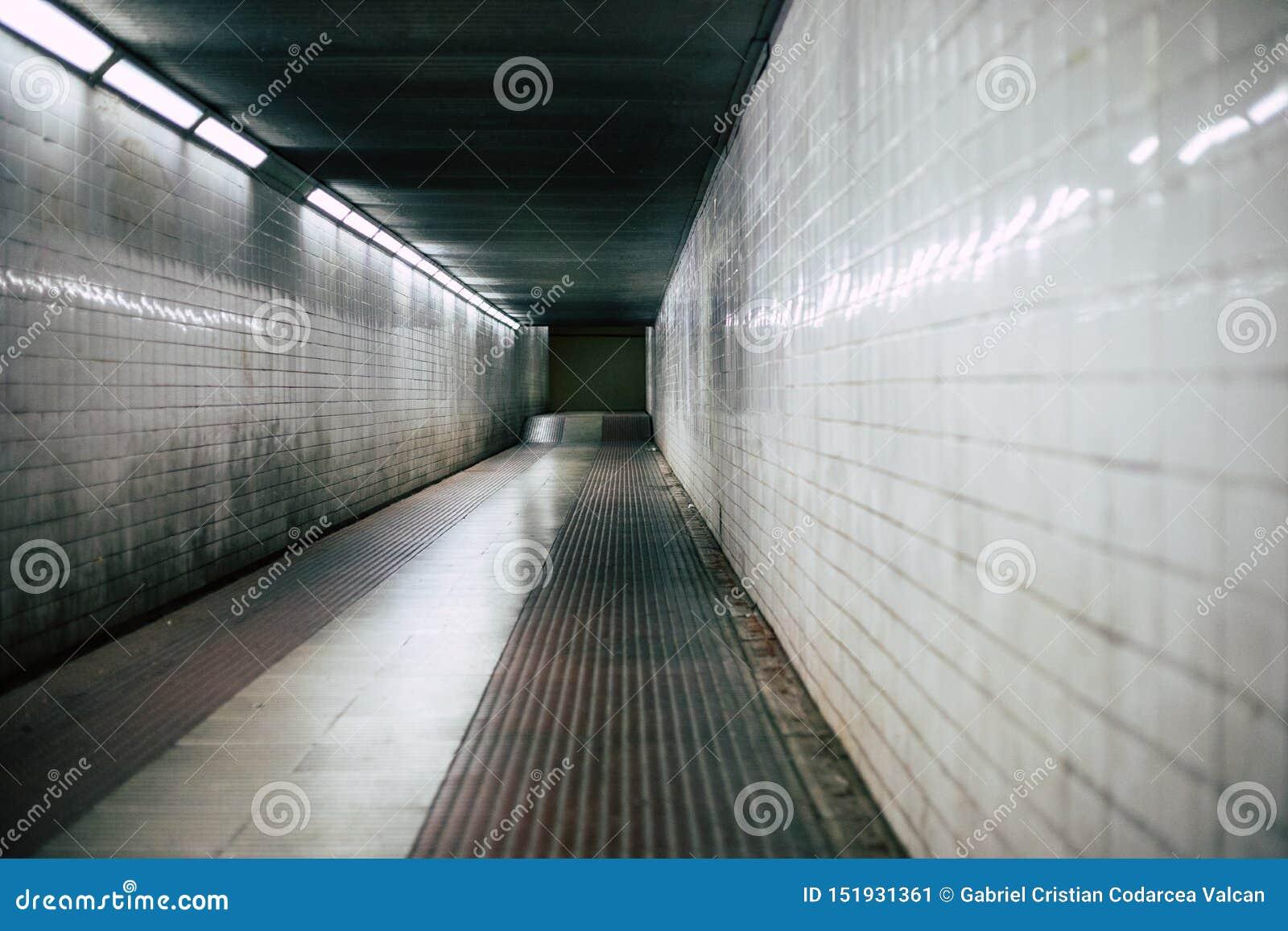 Läskig korridor för mörk halltunnel