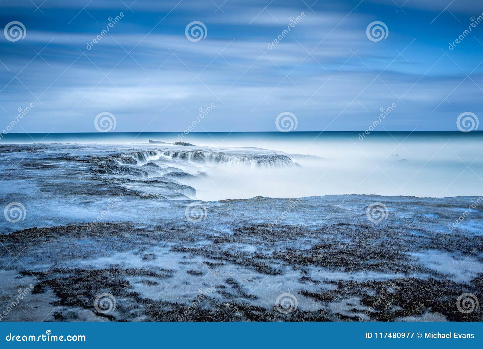 Lång exponering på den Anglesea stranden, precis av den stora havvägen I