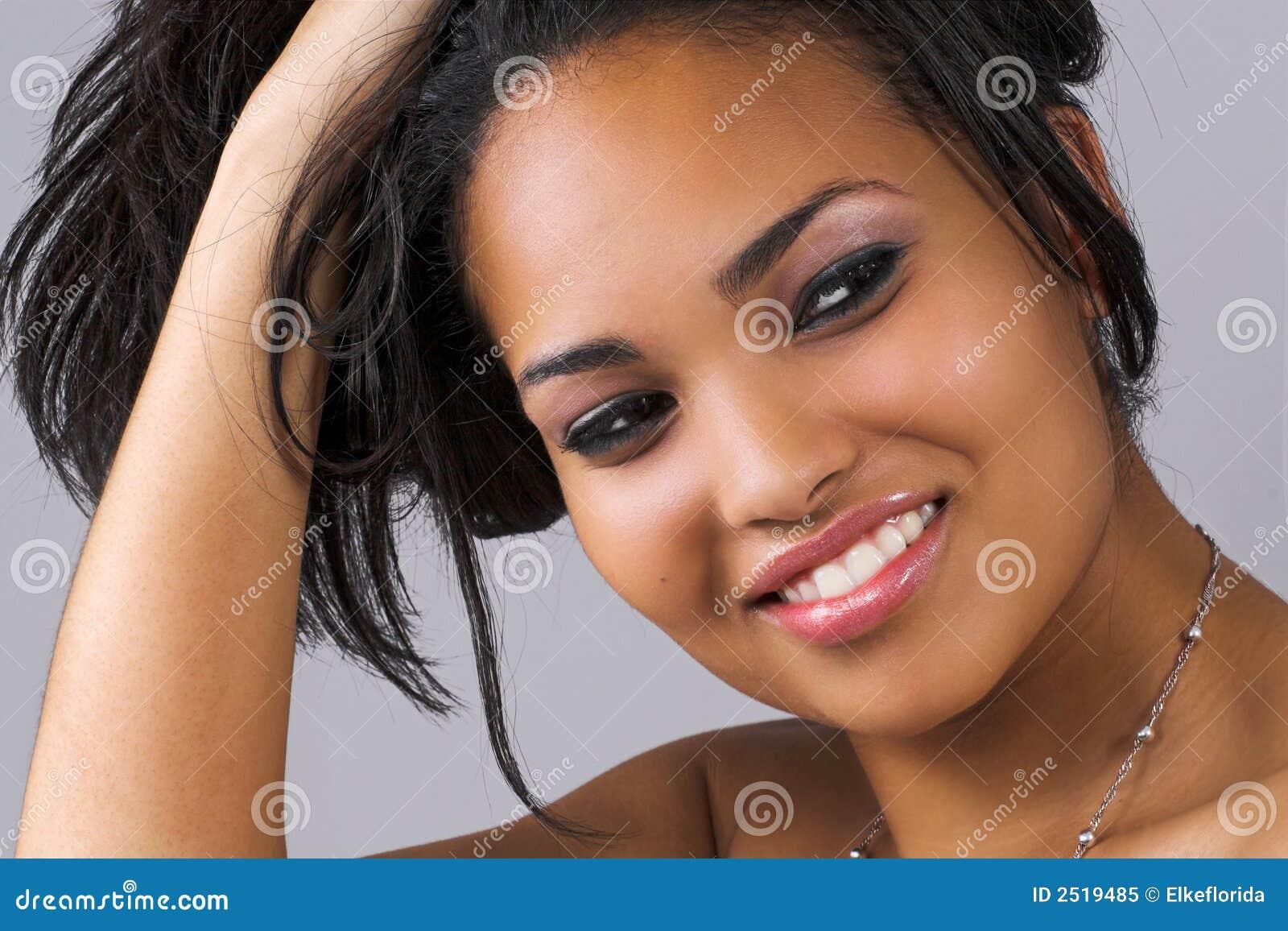 Lång le kvinna för hår