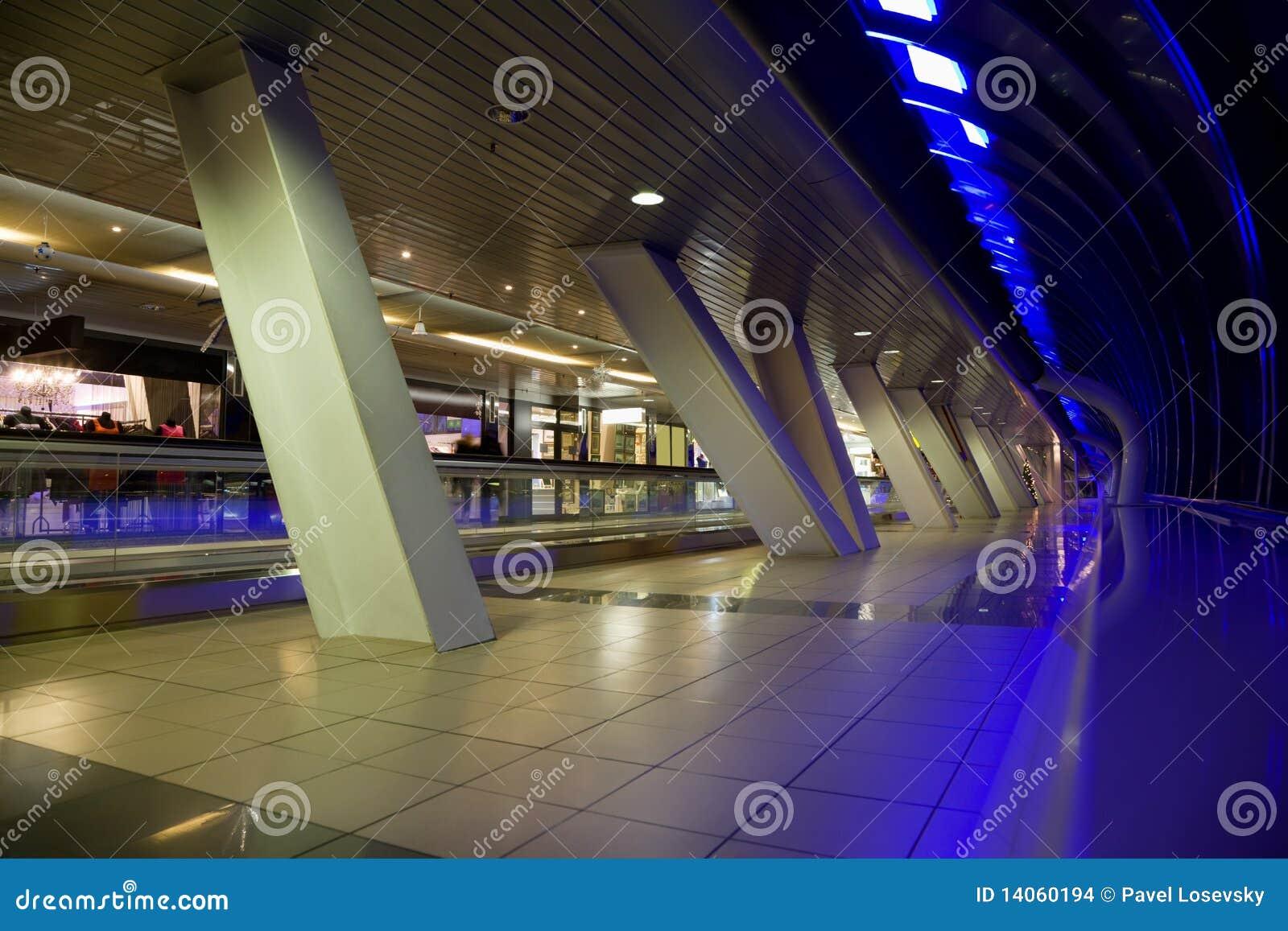 Långa showfönster för korridor