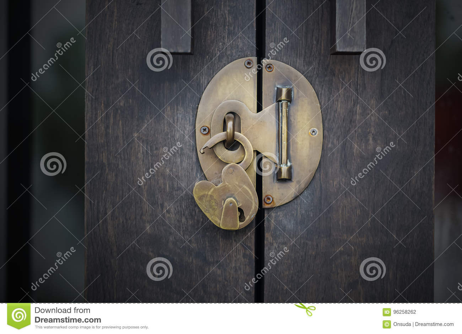 Lås den wood dörren upp