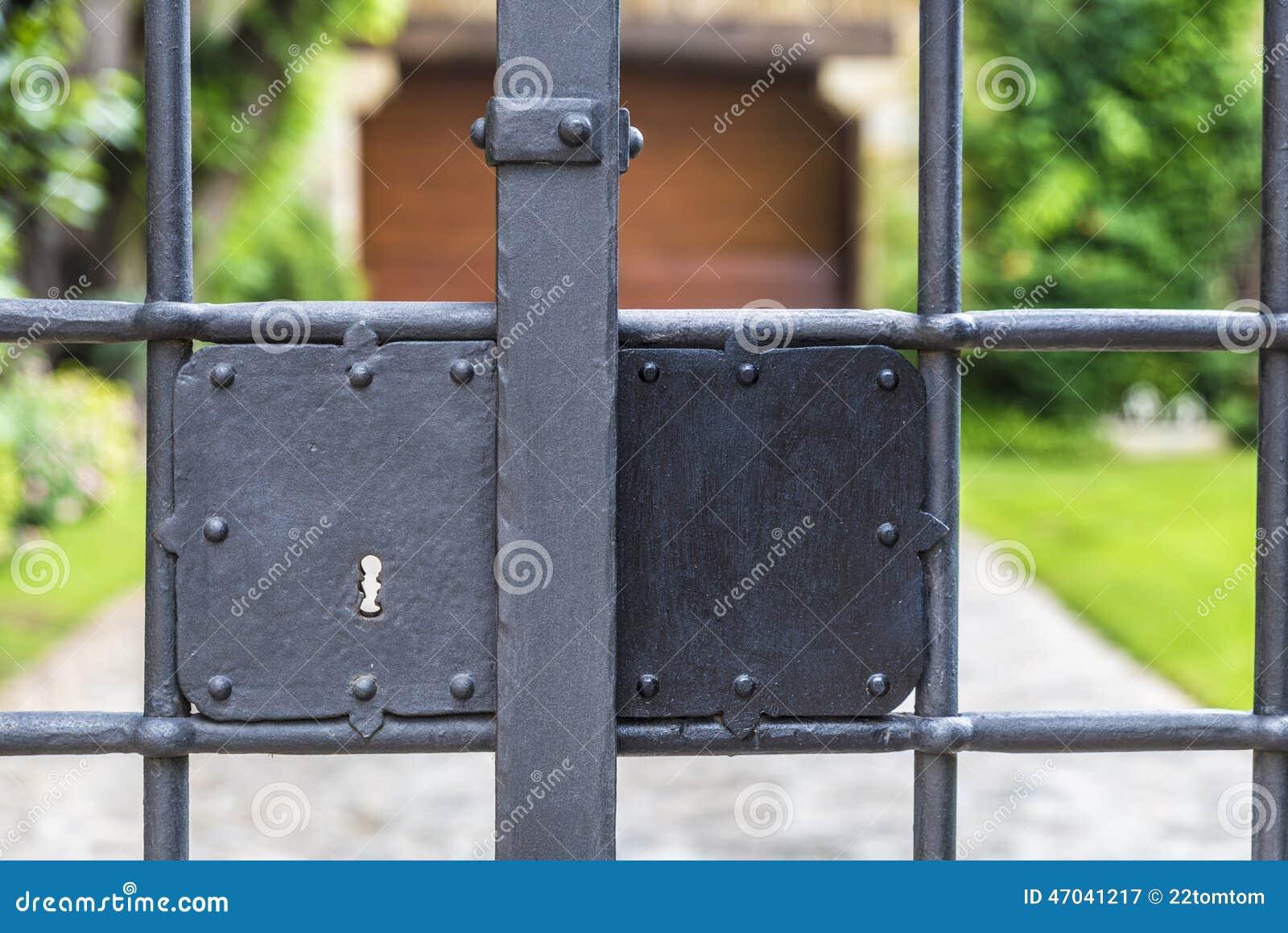 Låsa ett staket