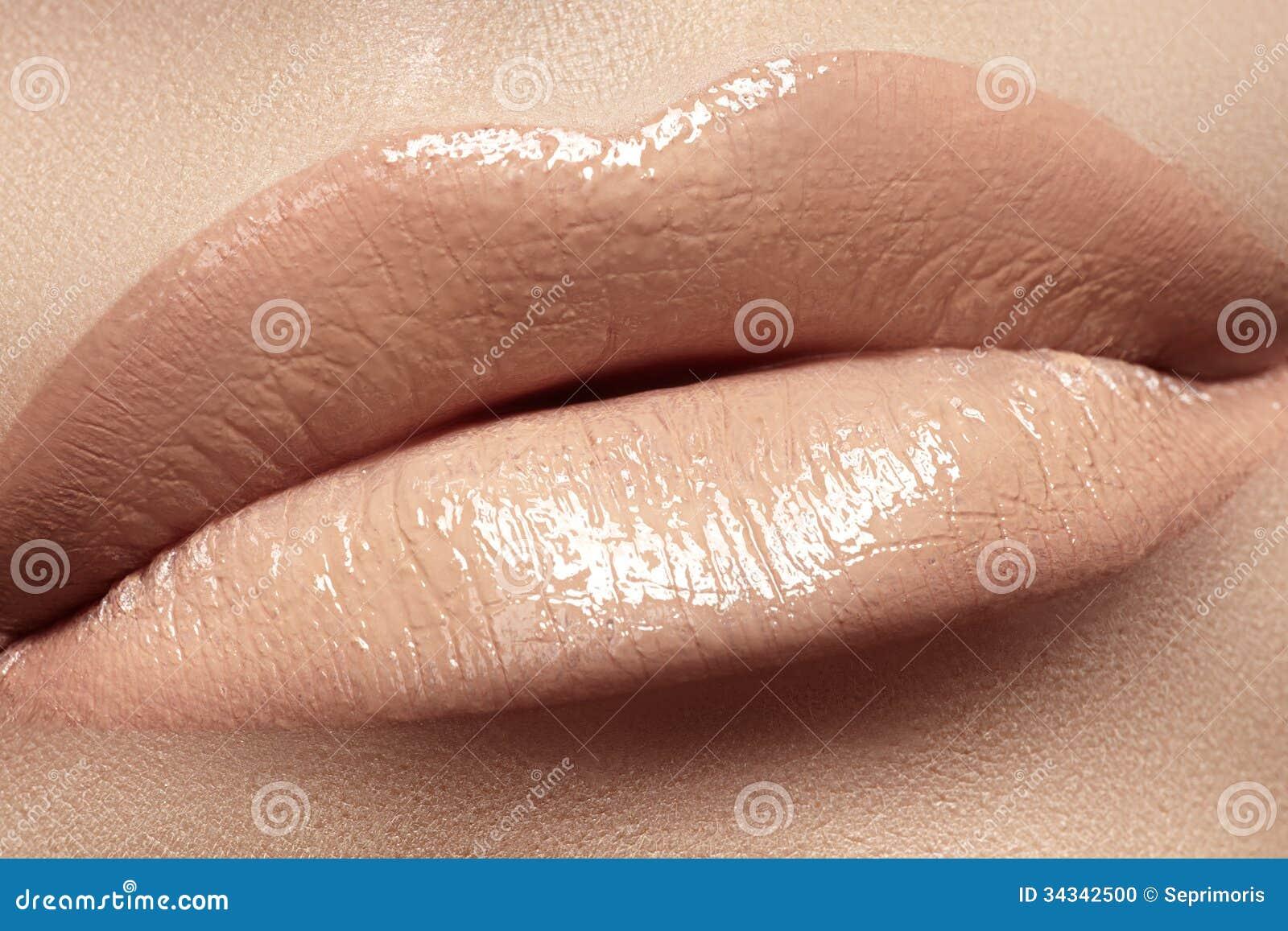 l vres avec le maquillage beige naturel de rouge l vres de mode photo stock image 34342500. Black Bedroom Furniture Sets. Home Design Ideas