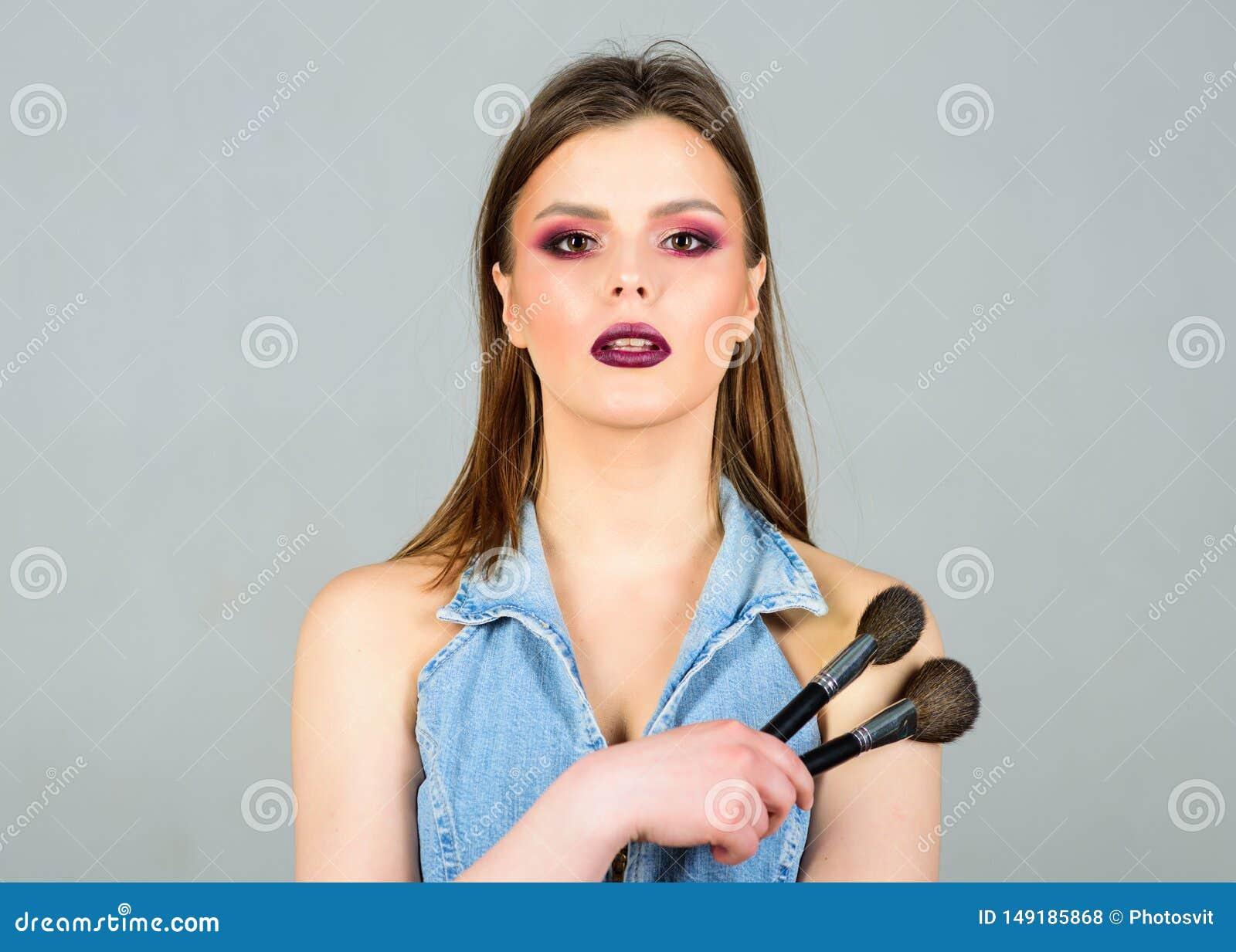 L?vres fonc?es de maquillage E Approvisionnements professionnels de maquillage Imperfections de dissimulation Maquillage