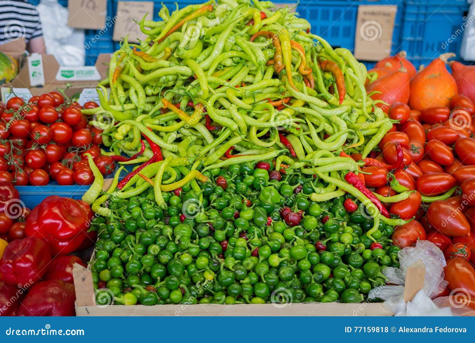 Légumes dans la stalle du marché