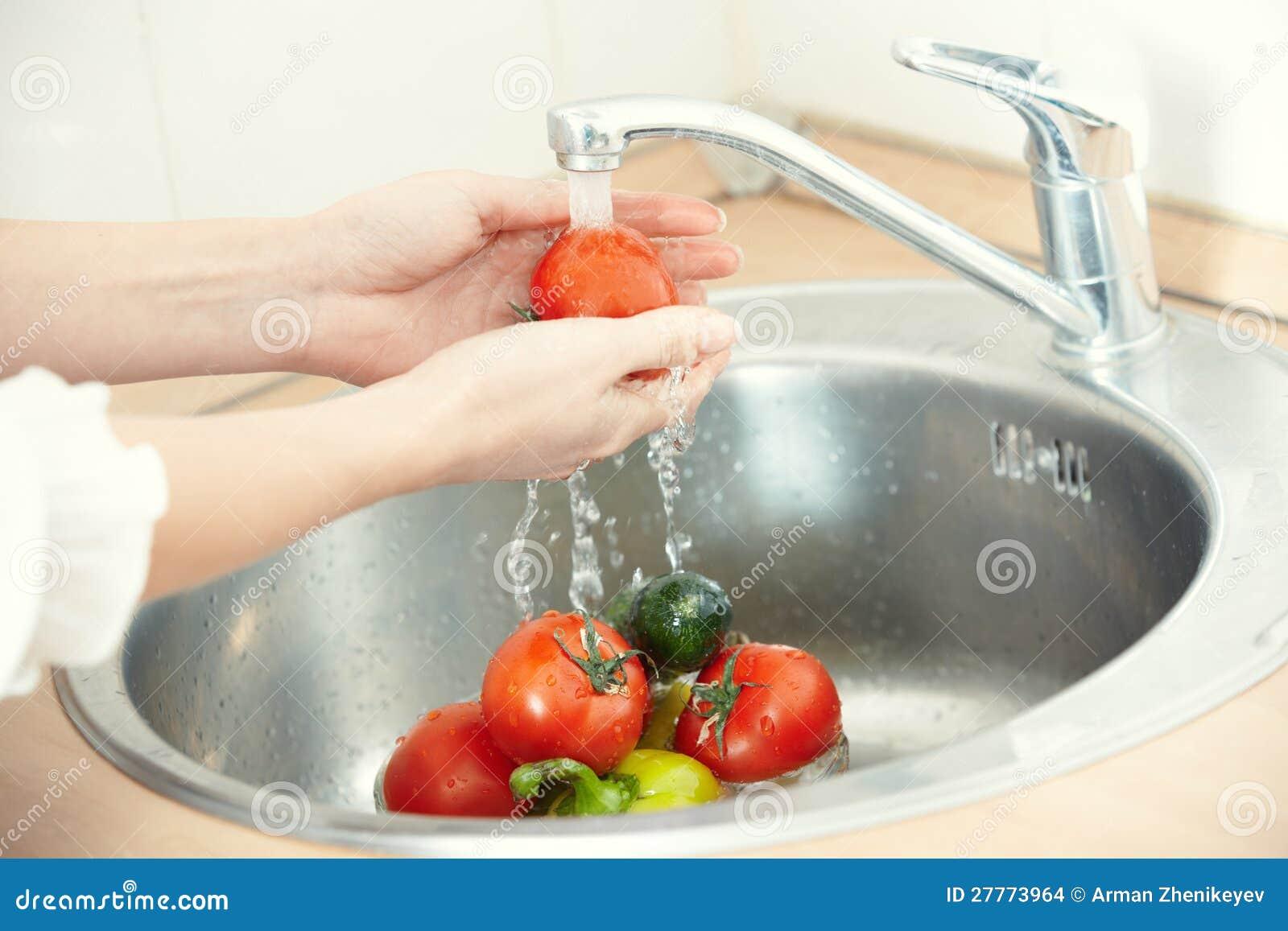 Légumes de lavage