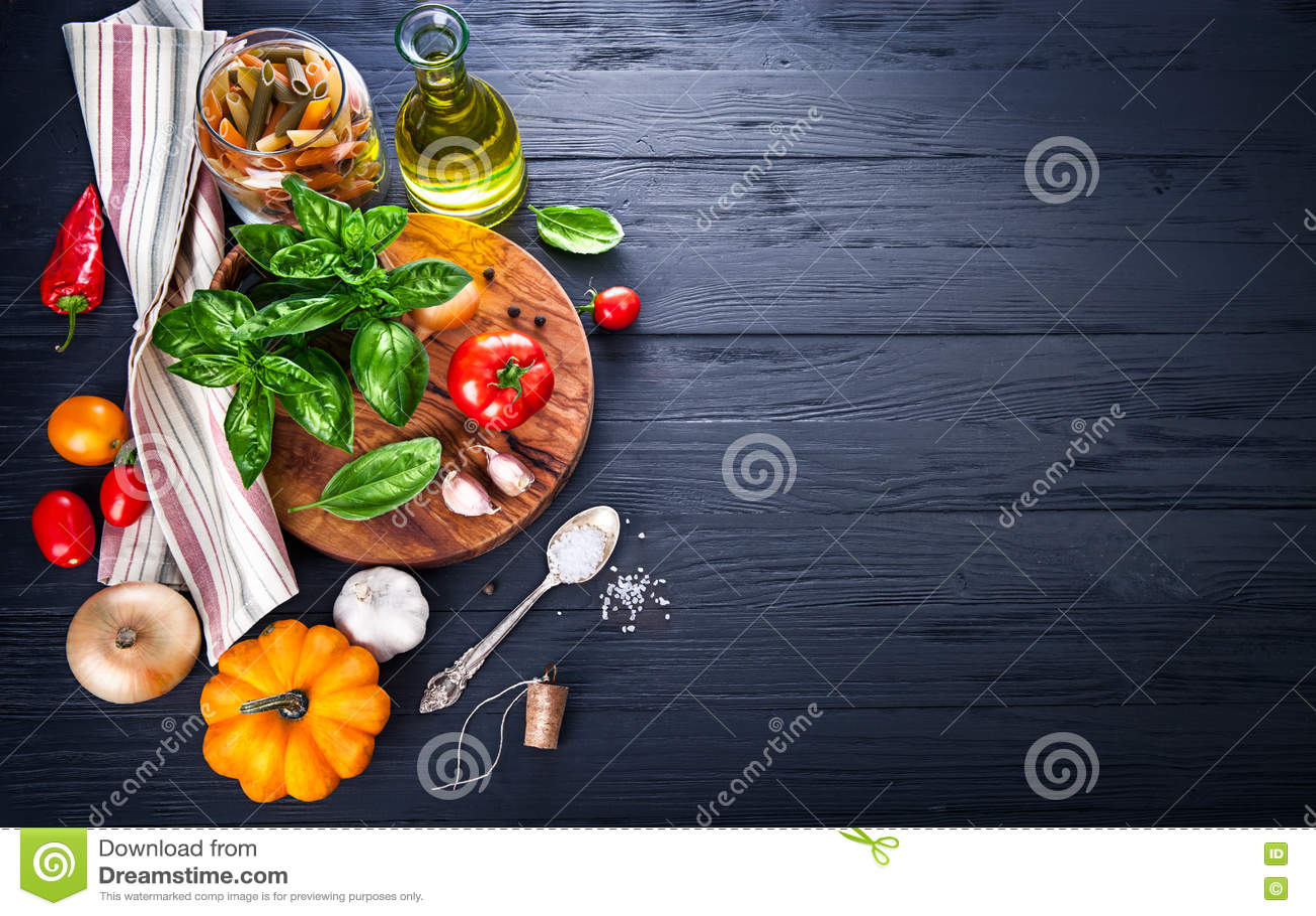Légumes et ingrédient d épices pour faire cuire la nourriture italienne