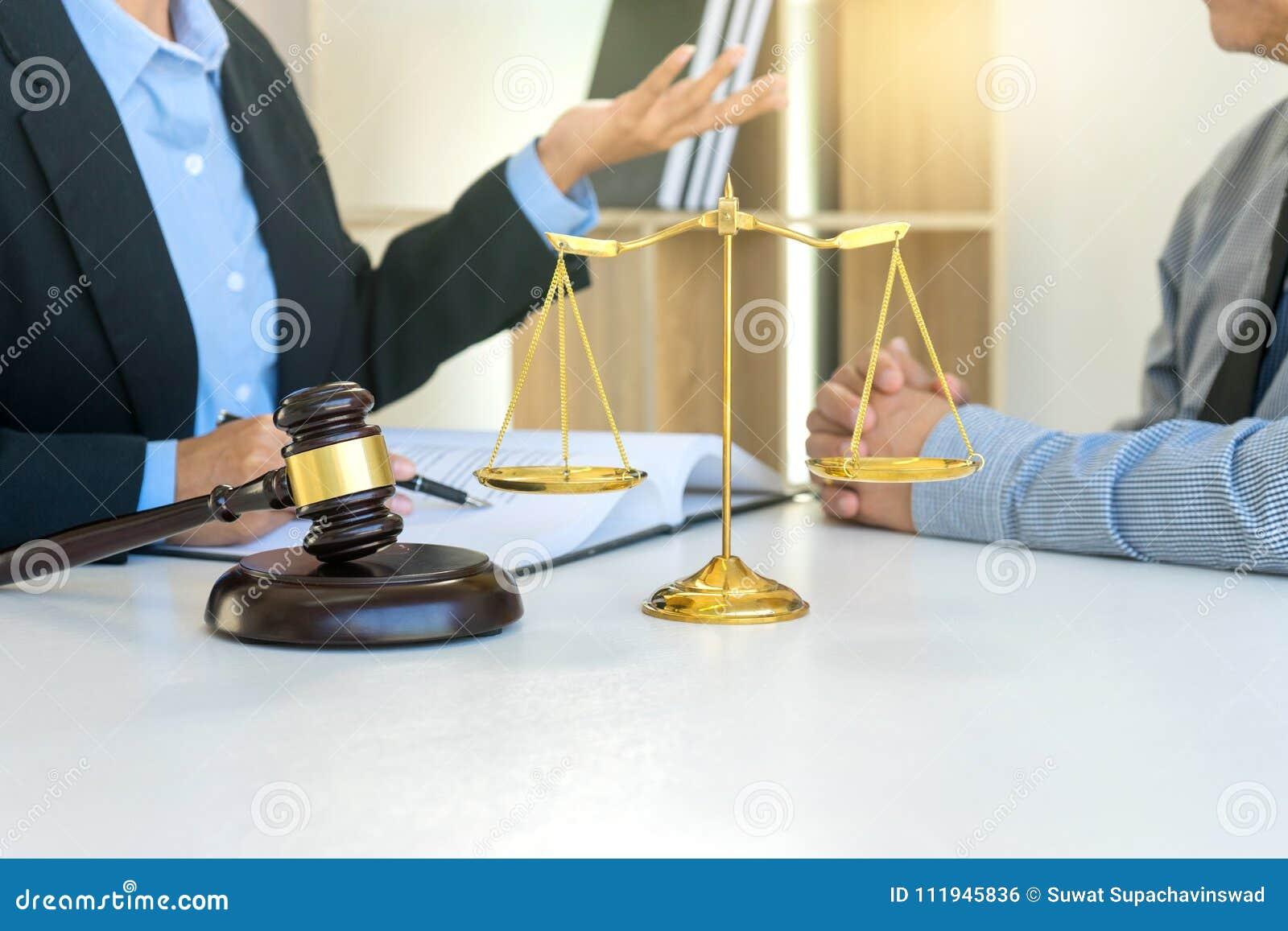 Líder de la empresaria del grupo en el bufete de abogados