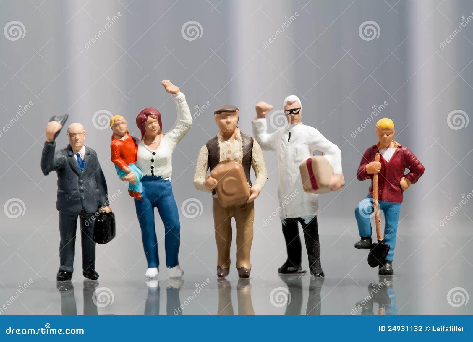Línea de gente diversa en datos demográficos de la población