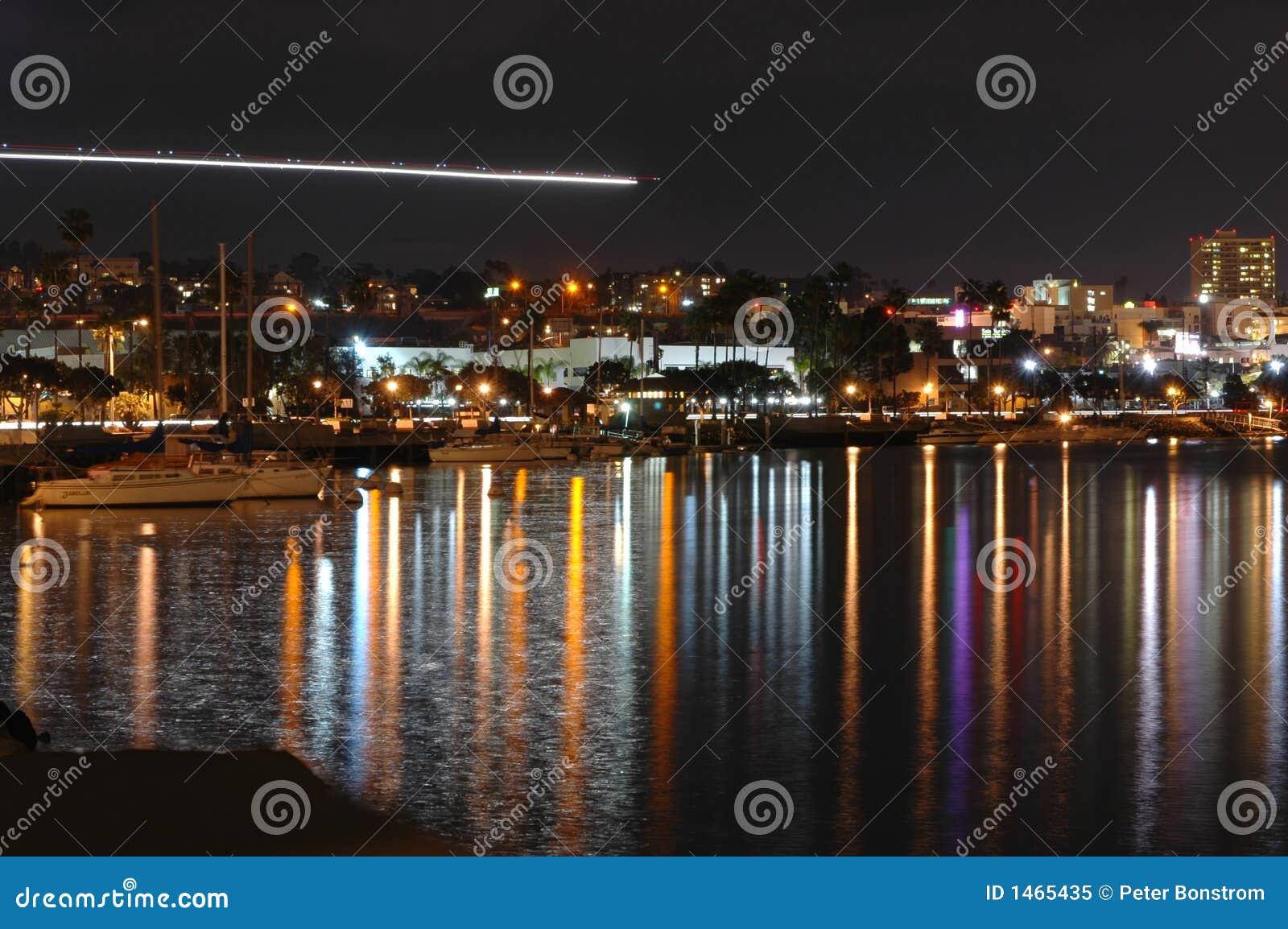 Línea de la playa de San Diego en la noche