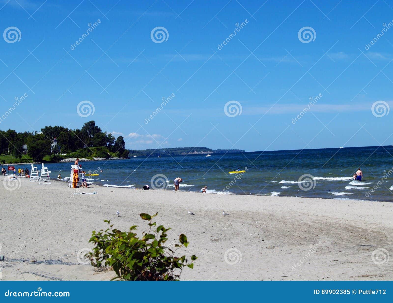 lnea de la playa del lago ontario