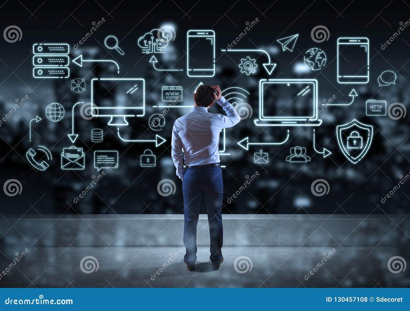 Línea de observación interfaz de los dispositivos y de los iconos de la tecnología del hombre de negocios ligeramente