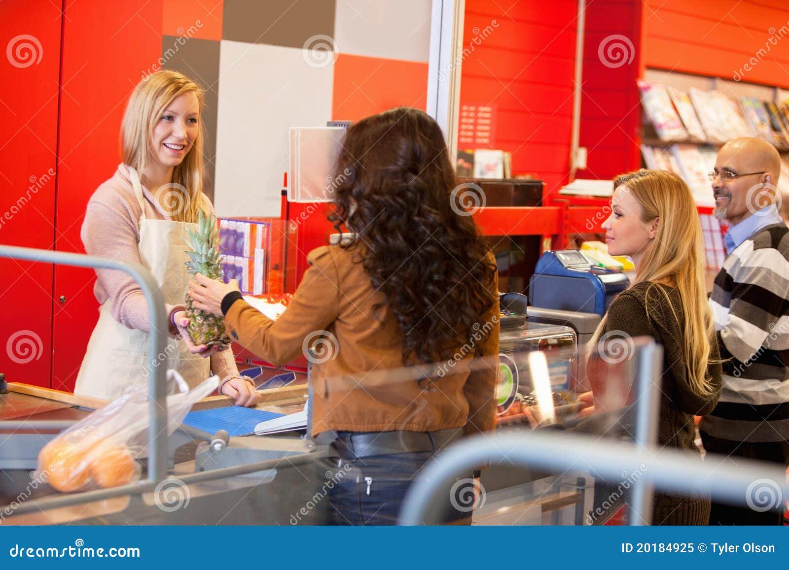 Línea del cajero del supermercado