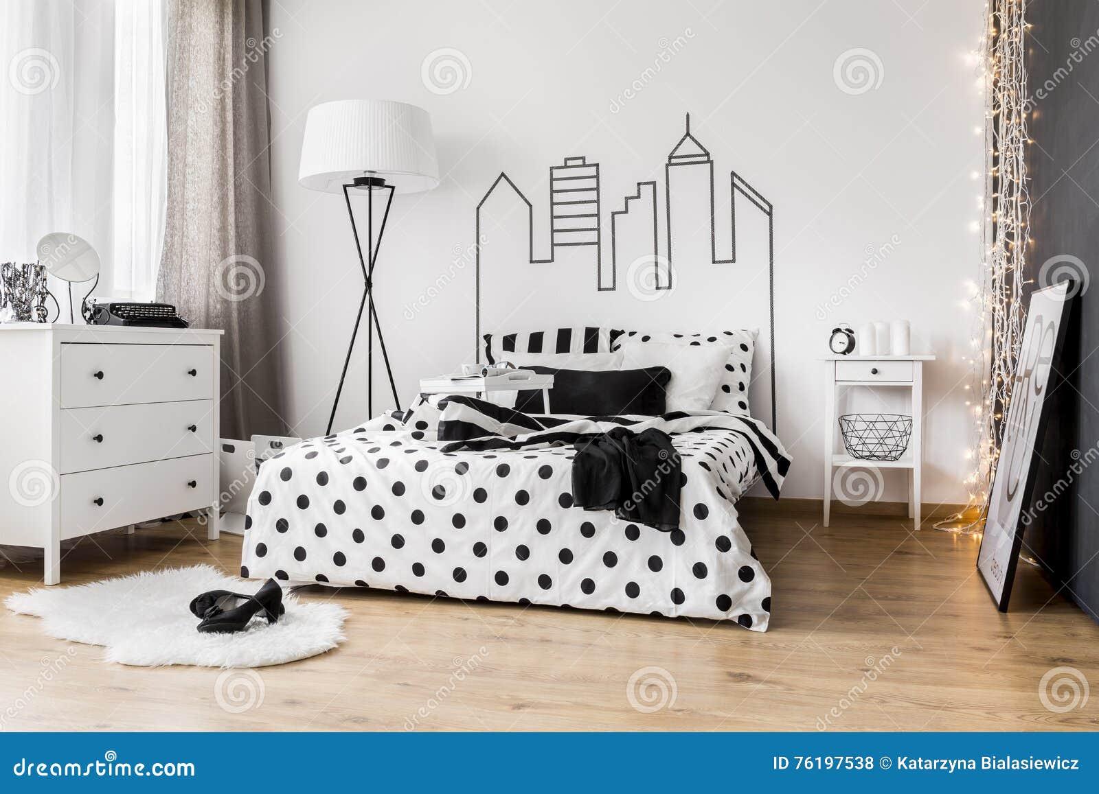 Lío de la mañana en el dormitorio de la mujer
