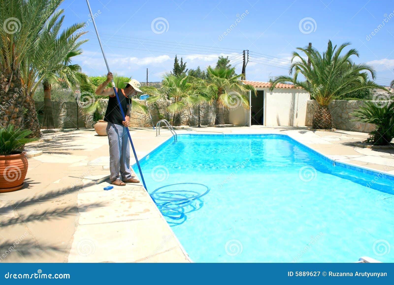 L quido de limpeza da piscina fotografia de stock royalty for Liquido sellador para piscinas