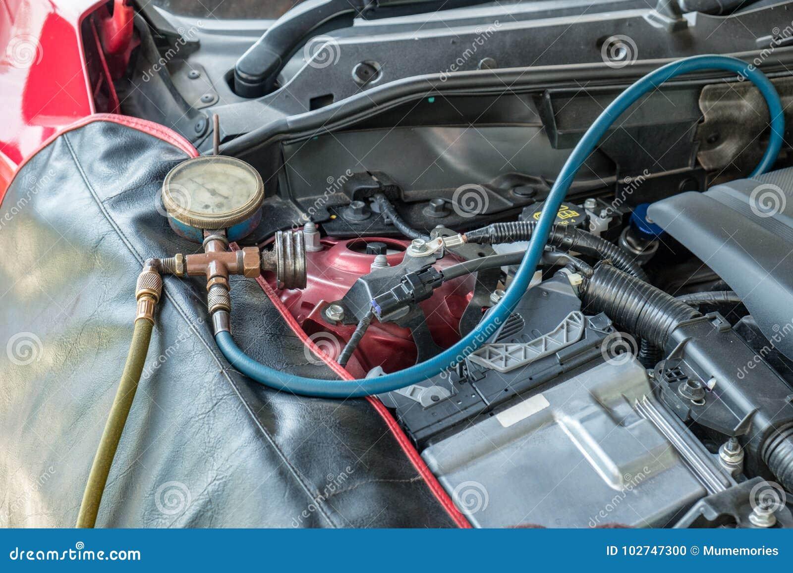 Líquido refrigerante da suficiência do líquido refrigerante do recharge dos manômetros ao motor Ca do sistema