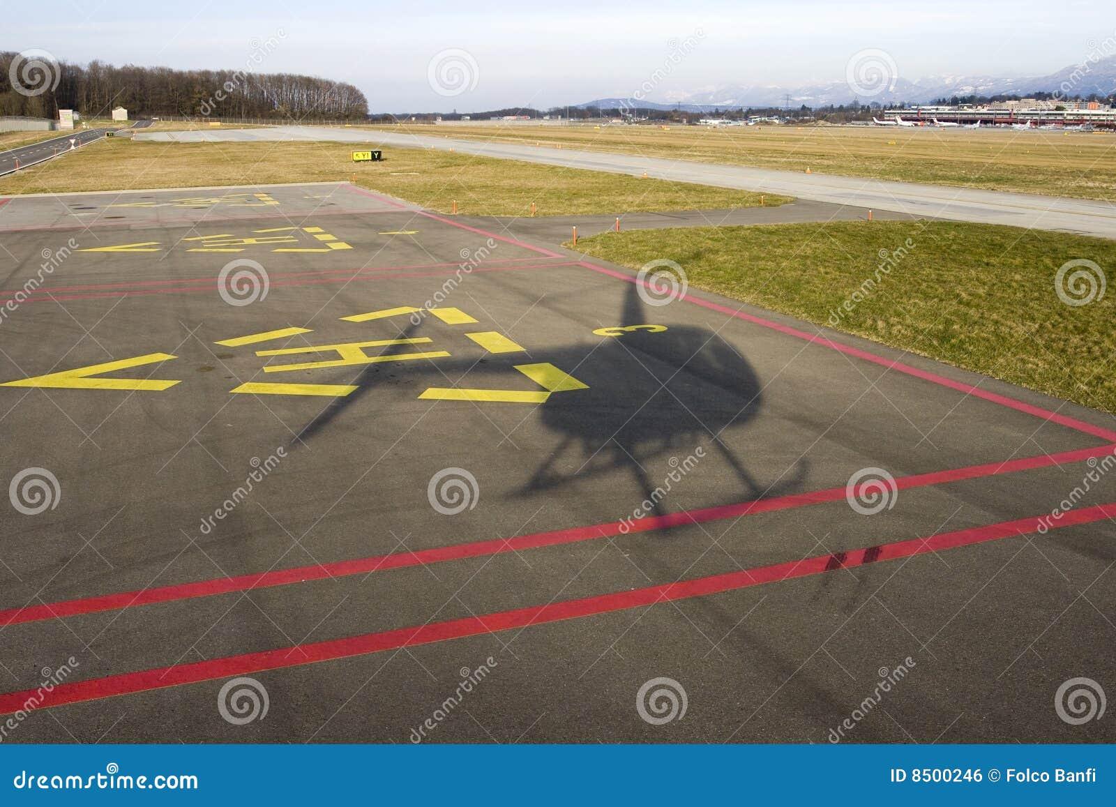 Lądowanie śmigłowcowy cień