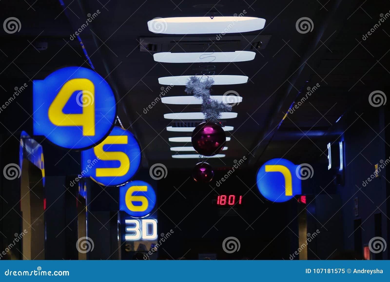 L Eclairage Dans Le Couloir Sombre La Lumiere Dans Le Tunnel