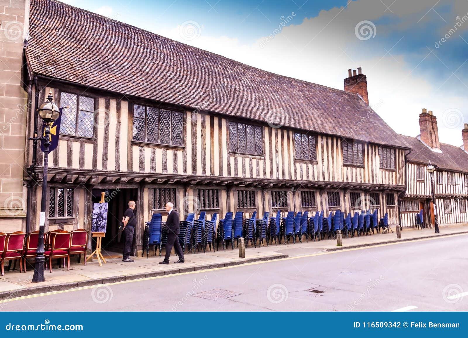 Stratford upon Avon datant Comment vous savez que vous sortez avec un homme adulte