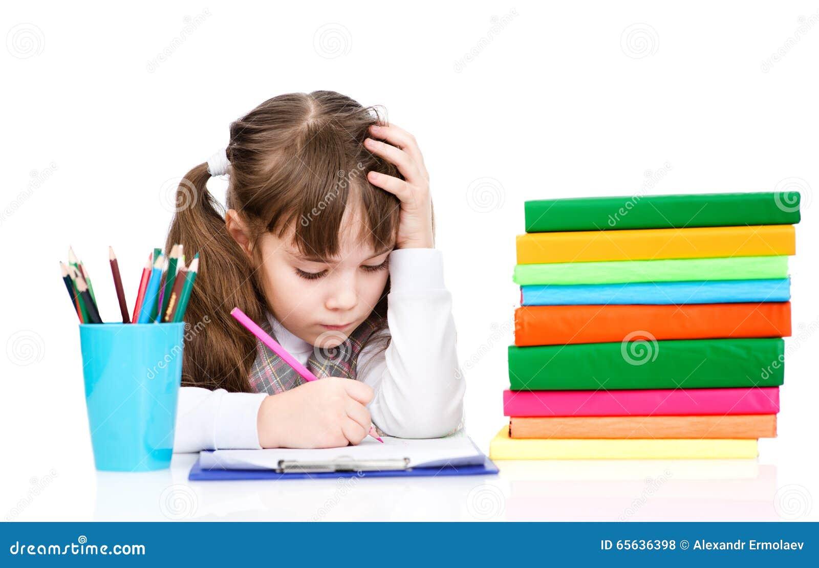 L écolière écrivent l essai d isolement sur le fond blanc
