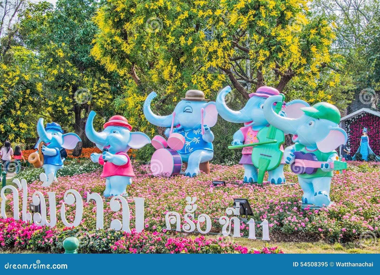 L éléphant de statue à l ASEAN de Chiangrai fleurit le festival