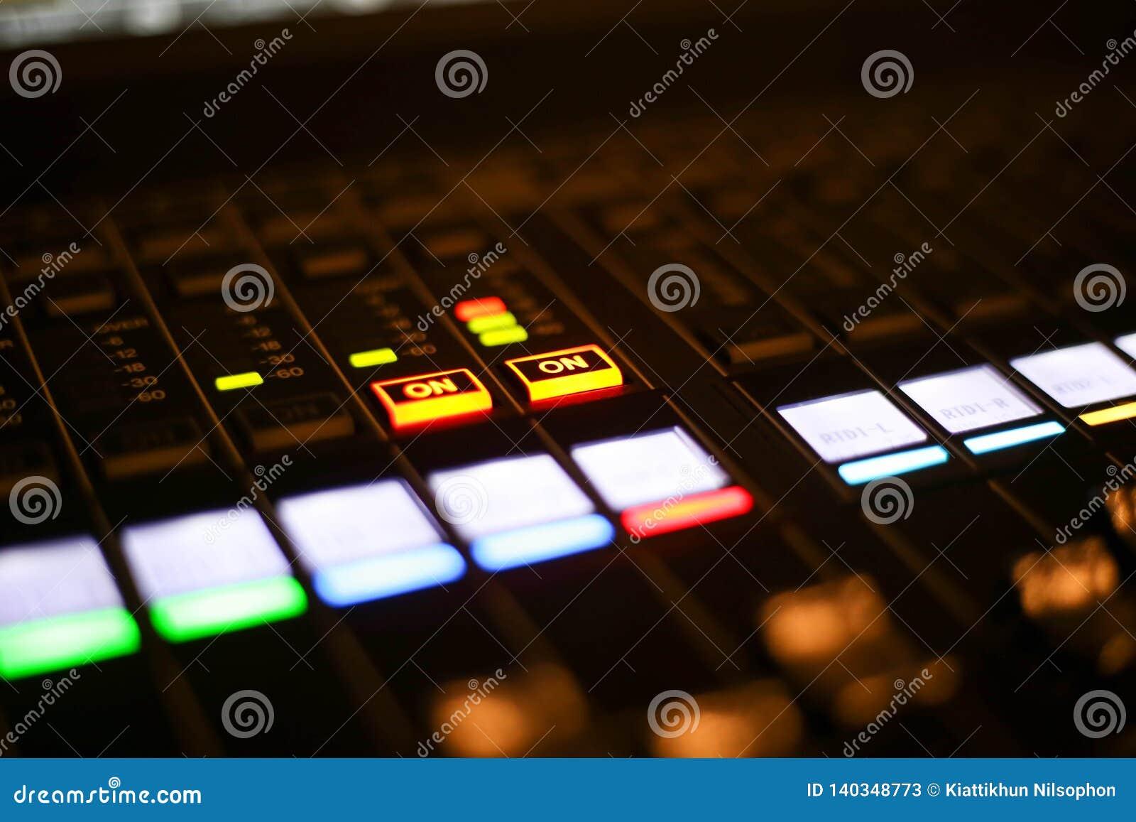 L équipement pour le contrôle de mixeur son dans la chaîne de télévision de studio, l audio et le changeur de production de vidéo