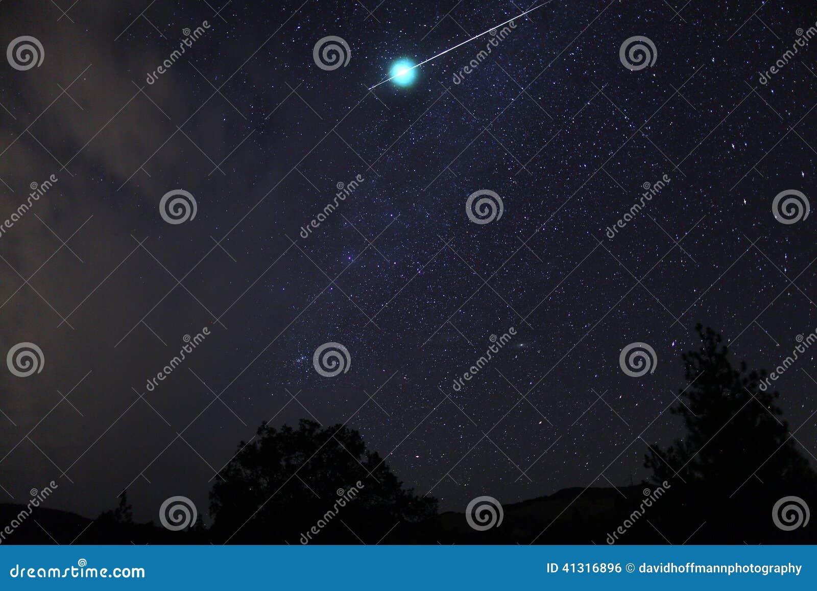 L aérolithe de météore éclate immédiatement, Na de l Orégon, Siskiyou de cascade