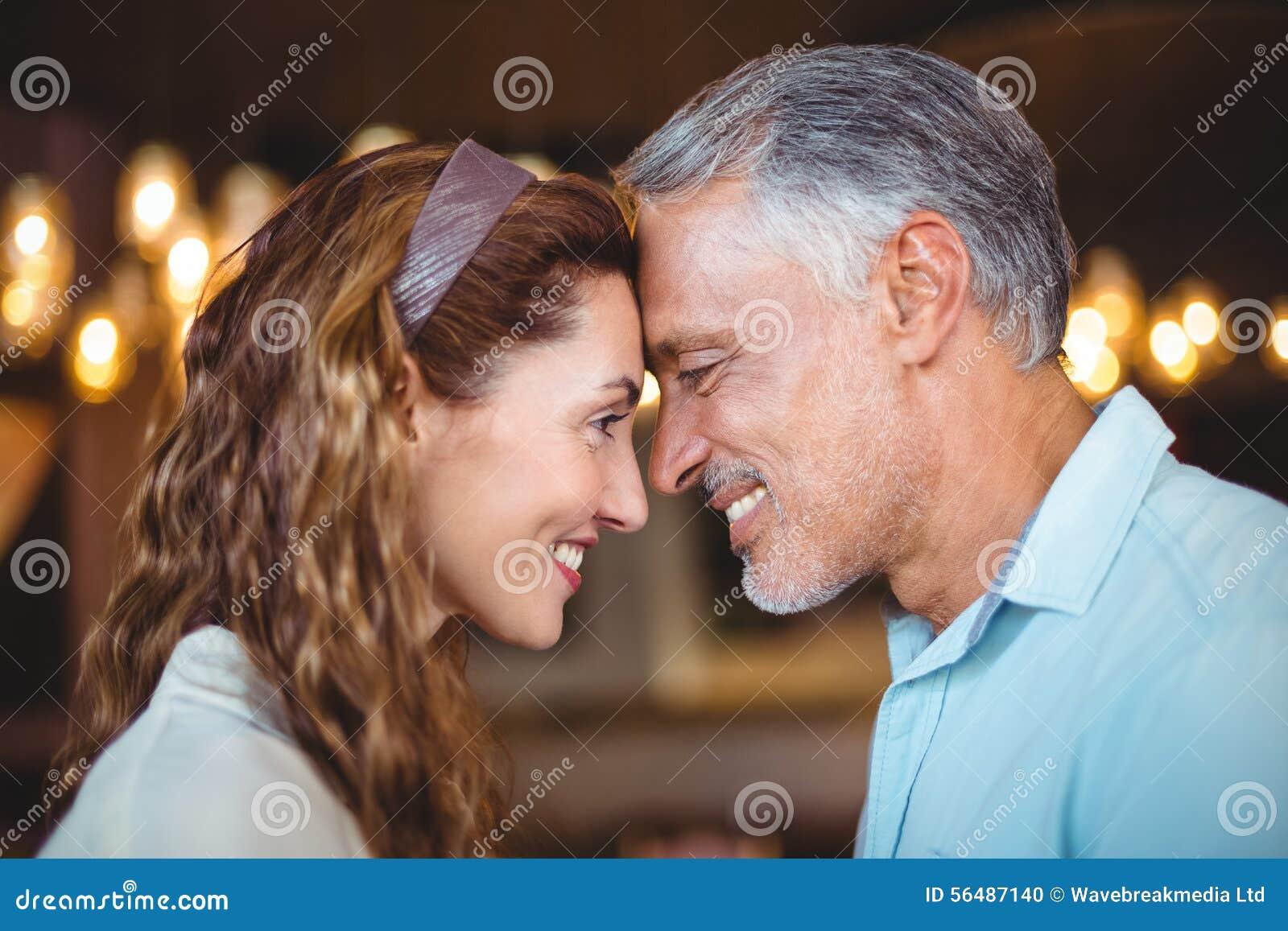 L ajouter heureux au leur dirige la fin ensemble