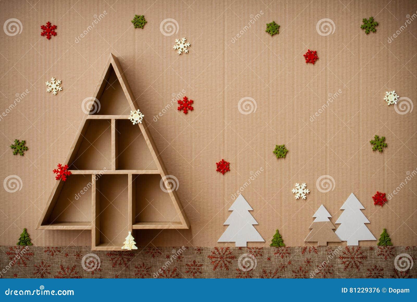Decorazioni Natalizie Di Cartone.L Albero Di Natale Ha Modellato Il Contenitore E Le