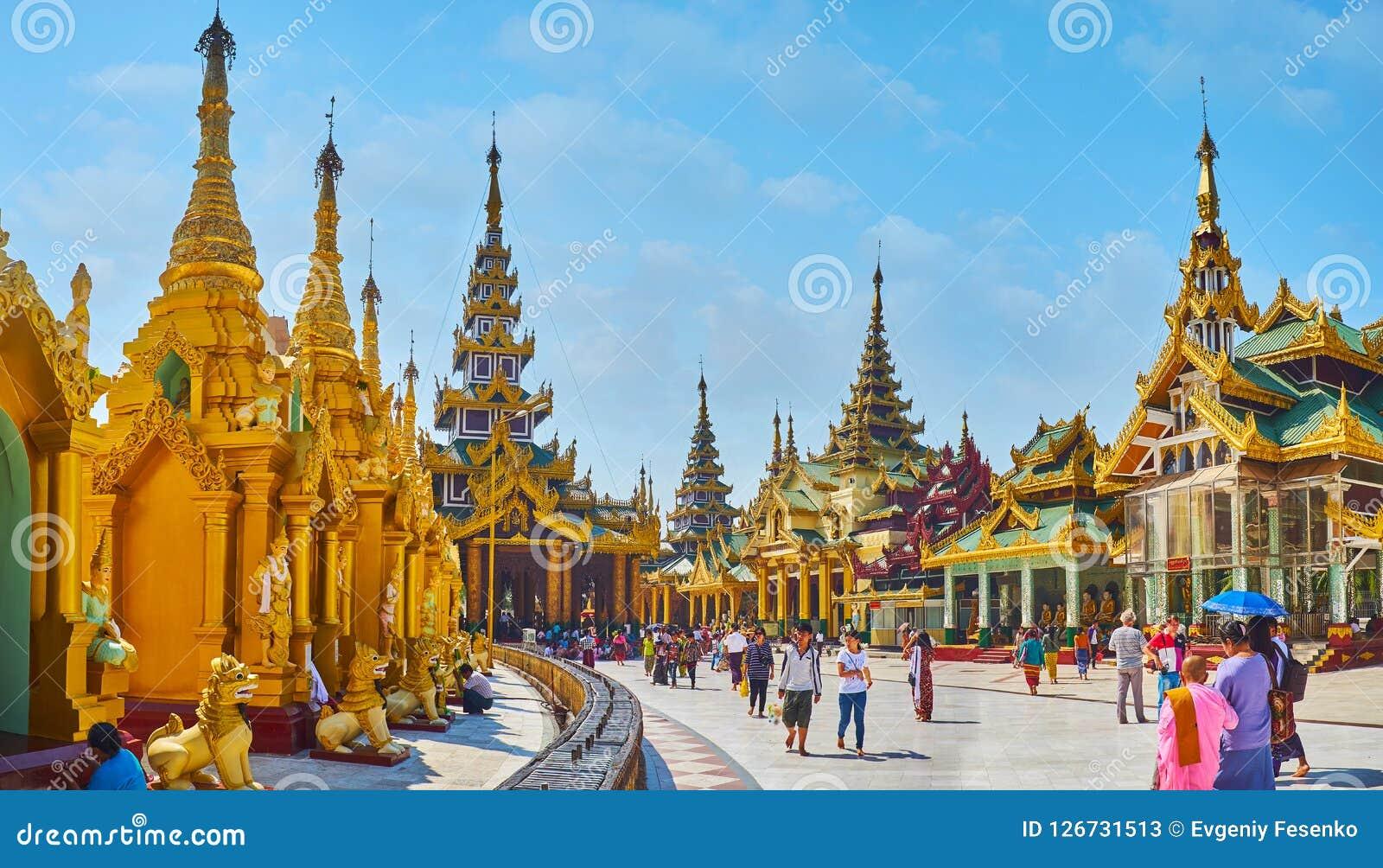 L allée de cercle de la pagoda de Shwedagon, Yangon, Myanmar