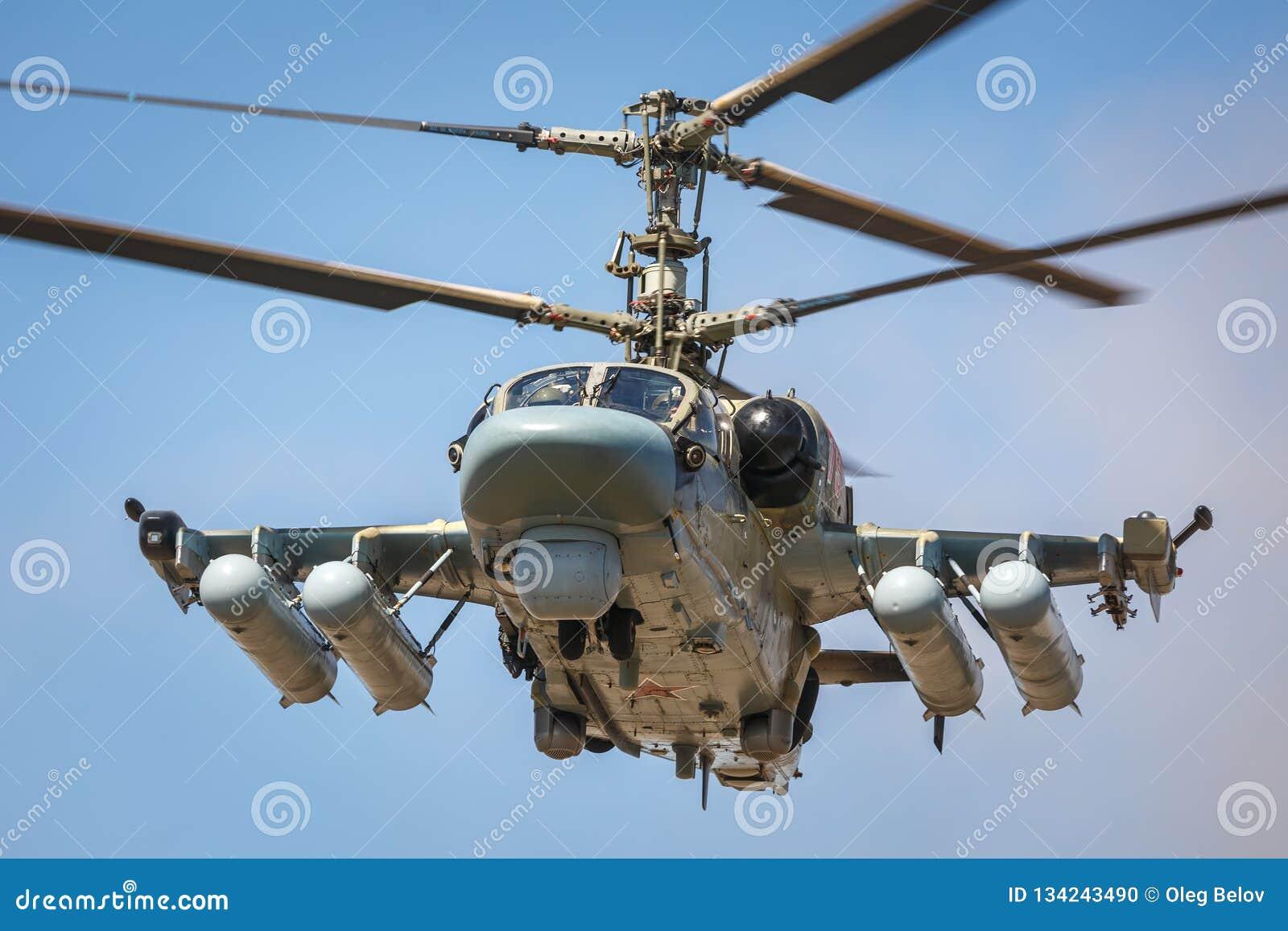 L alligator de l hélicoptère de combat Ka-52, a appelé le réservoir volant Vue en avant, en vol Plan rapproché