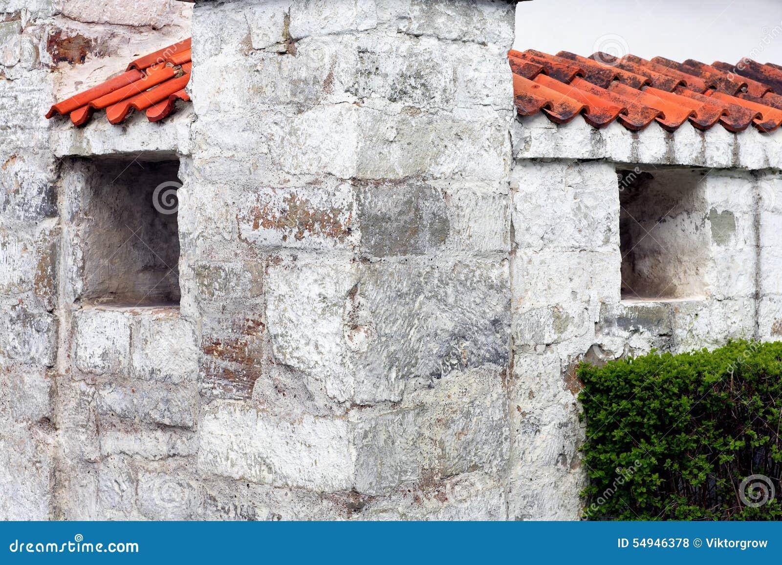 L 39 angle de la vieille maison blanche avec un toit rouge for Exterieur vieille maison