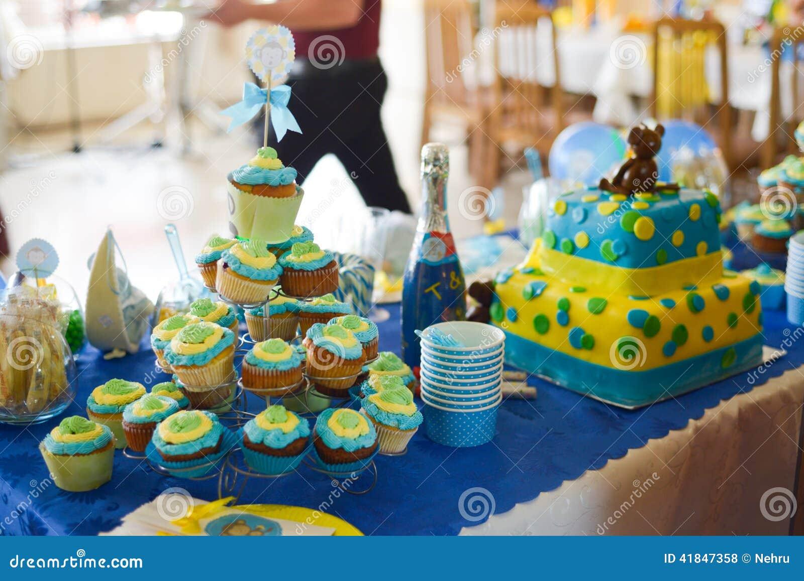 L 39 anniversaire de b b gar on a d cor la table photo stock image 41847358 - Deco anniversaire bebe garcon ...