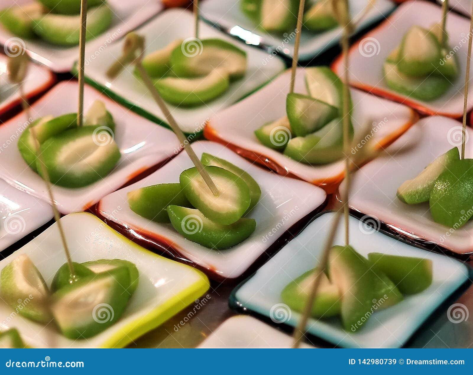L apéritif dinant fin d olives a piqué