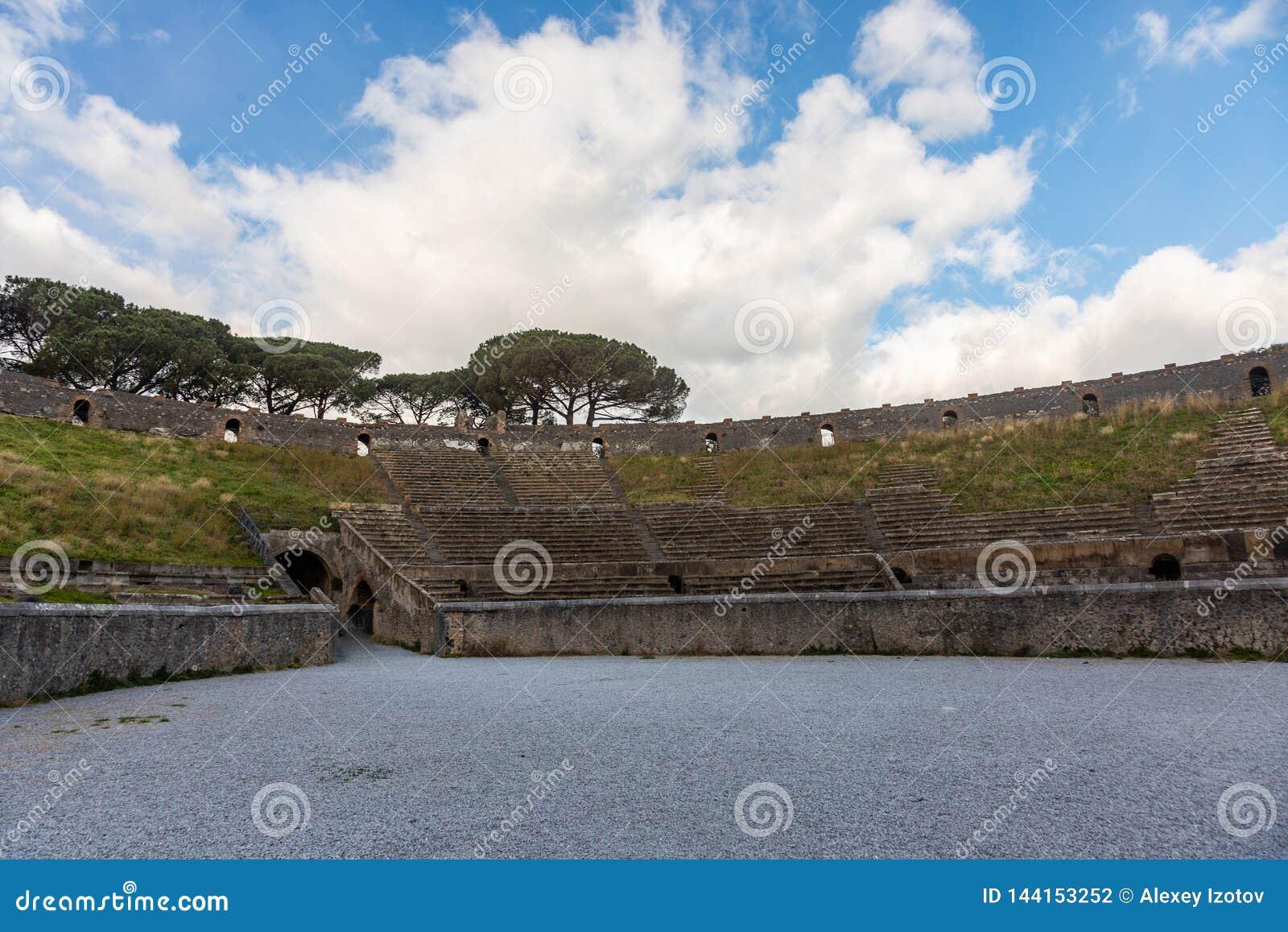 L ar?ne de gladiateurs romaine dans la ville de Pompeii a plac? au pied du V?suve