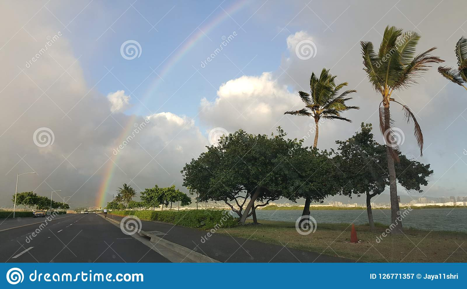 L arc-en-ciel a frappé la route Hawaï
