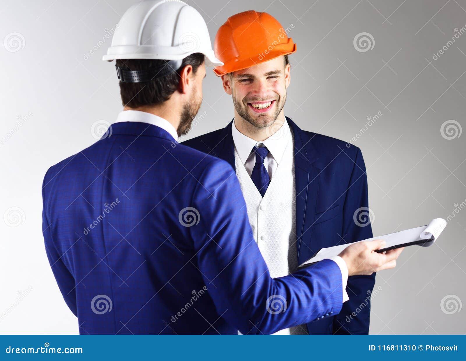 L architetto e l uomo d affari discutono il progetto