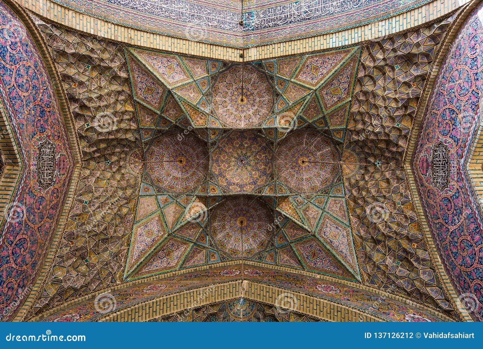L arte di Muqarnas, moschea di Nasir-ol-Molk, Shiraz, Iran