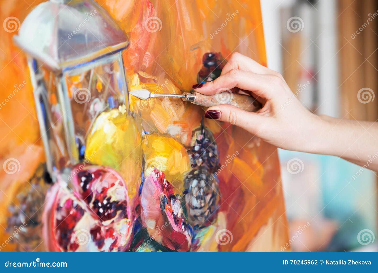 L'artiste Peint Un Tableau De Peinture à