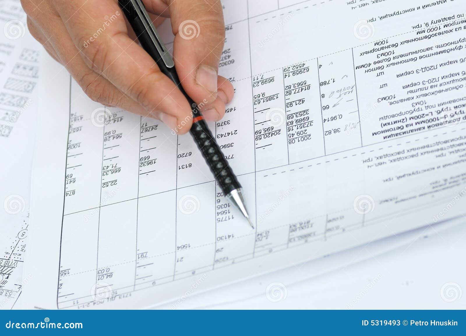 Download L'assistente Tecnico Controlla I Calcoli. Immagine Stock - Immagine di grafico, domestico: 5319493