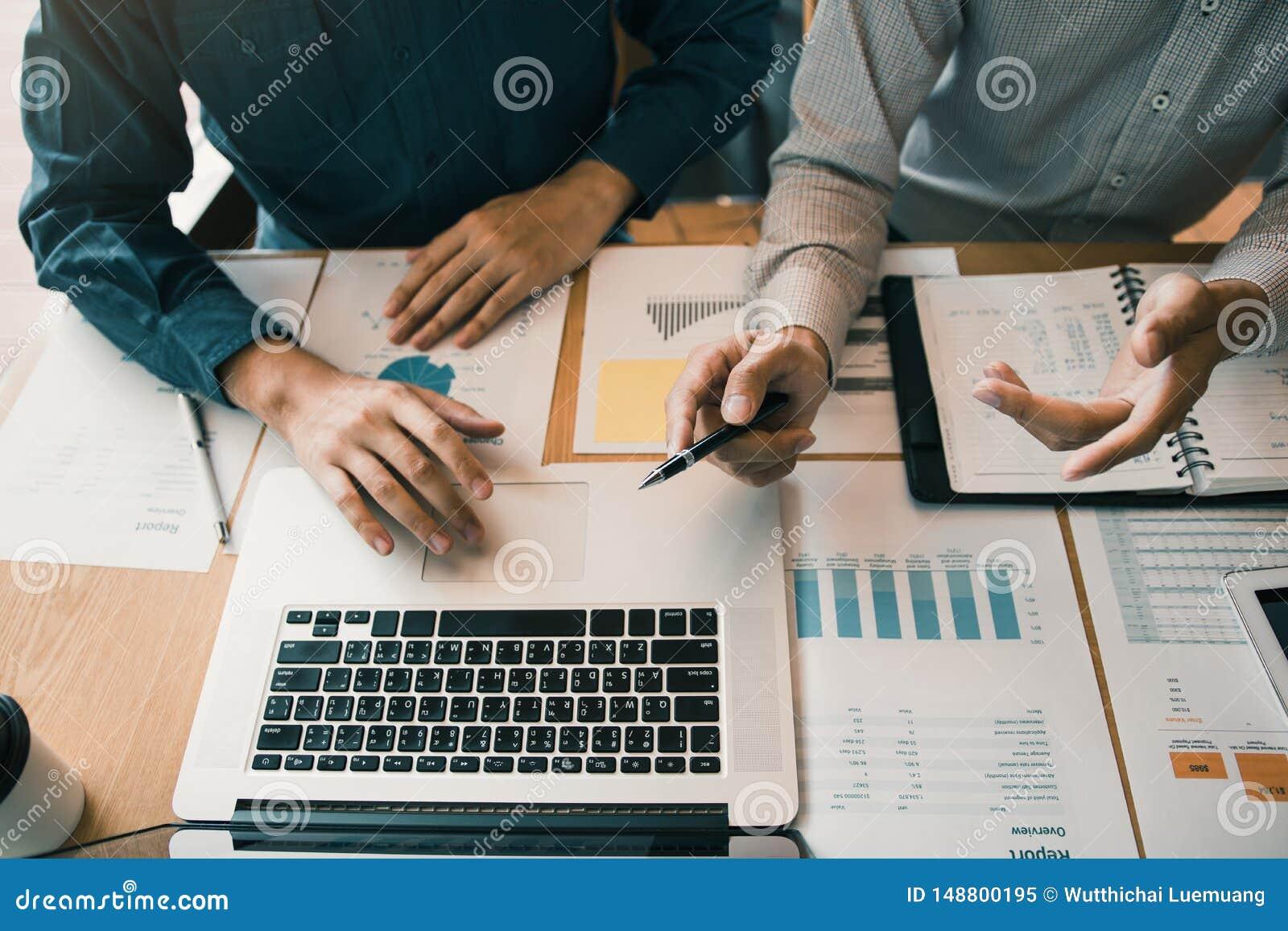 L associazione di affari che indica il grafico dei rendiconti finanziari della societ? riferisce ed i profitti hanno guadagnato d