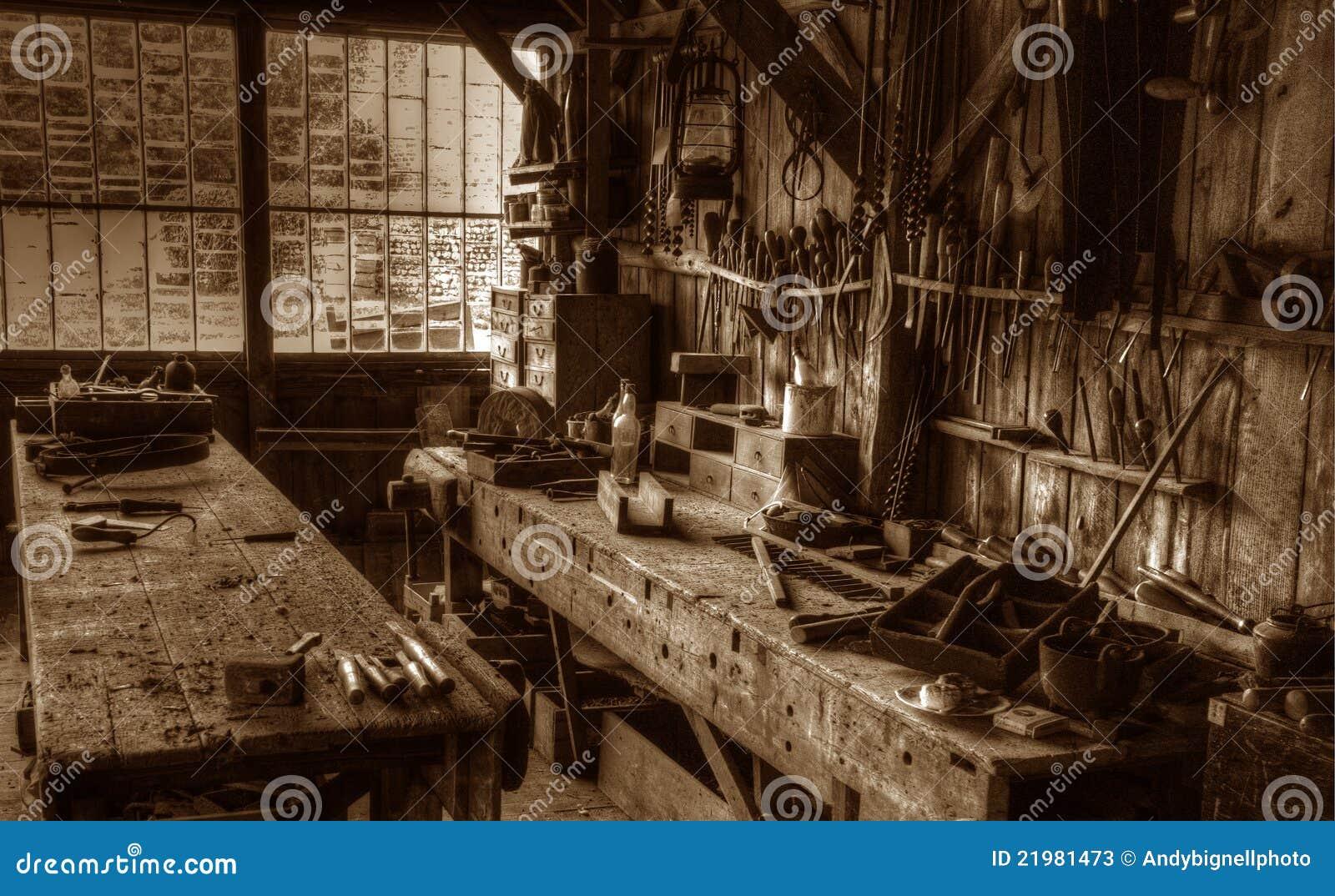 l 39 atelier victorien du charpentier photos stock image 21981473. Black Bedroom Furniture Sets. Home Design Ideas
