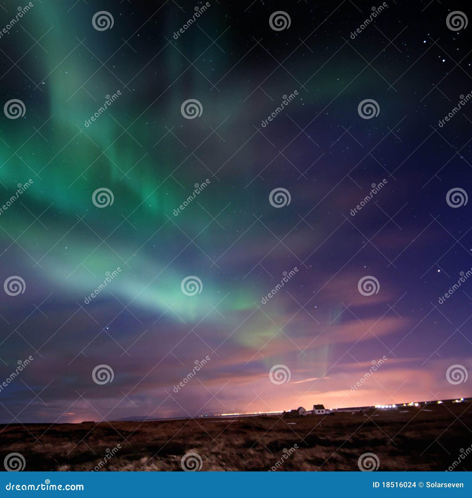 L aurore Borealis (lumières nordiques)