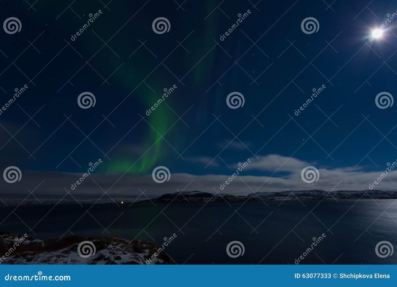 Download L'aurore Dans Le Ciel Dans Une Pleine Lune Image stock - Image du bleu, astronomie: 63077333