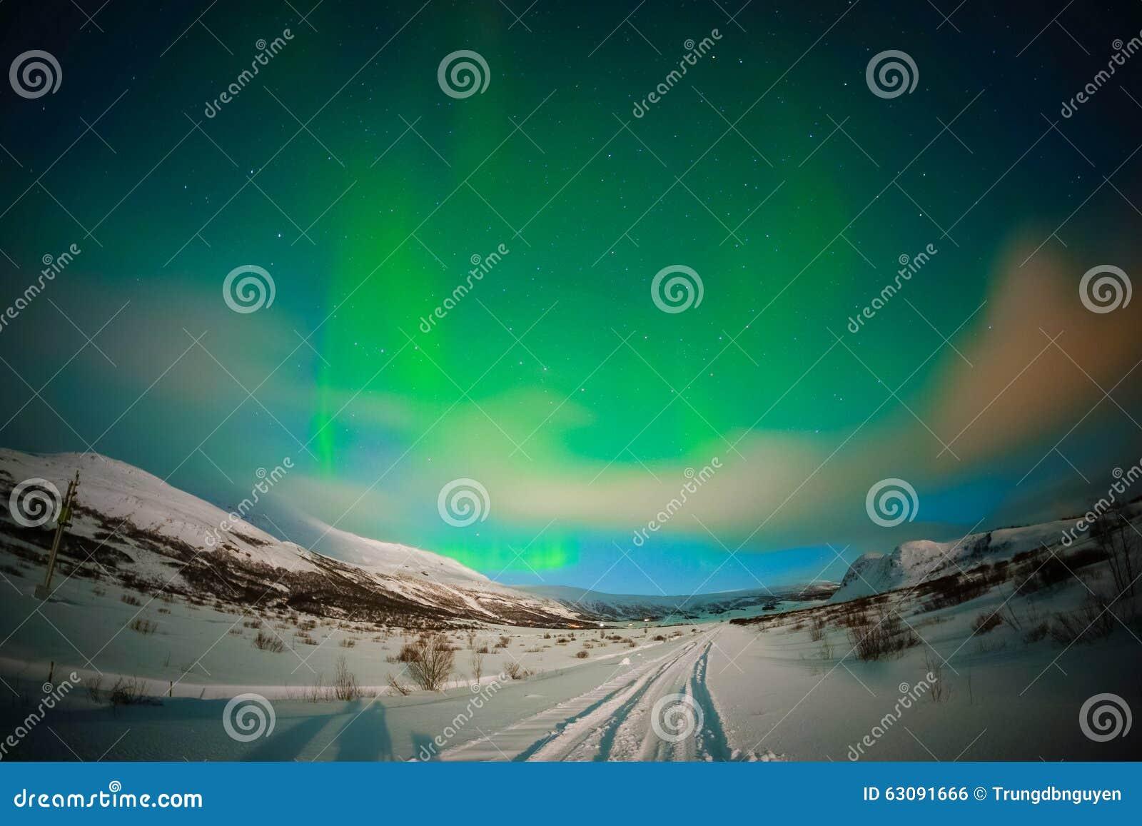 Download L'aurore en Islande photo stock. Image du foncé, haut - 63091666