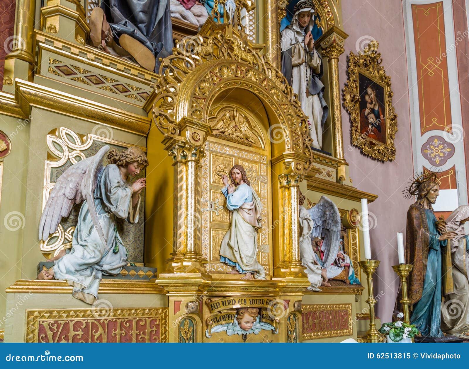 l 39 autel sacr avec du bois a d coup jesus christ se. Black Bedroom Furniture Sets. Home Design Ideas